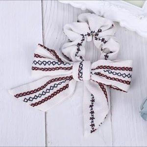 Accessories - 🌈 3/$45 🌈 🆕 Embroidery print streamer Scrunchie